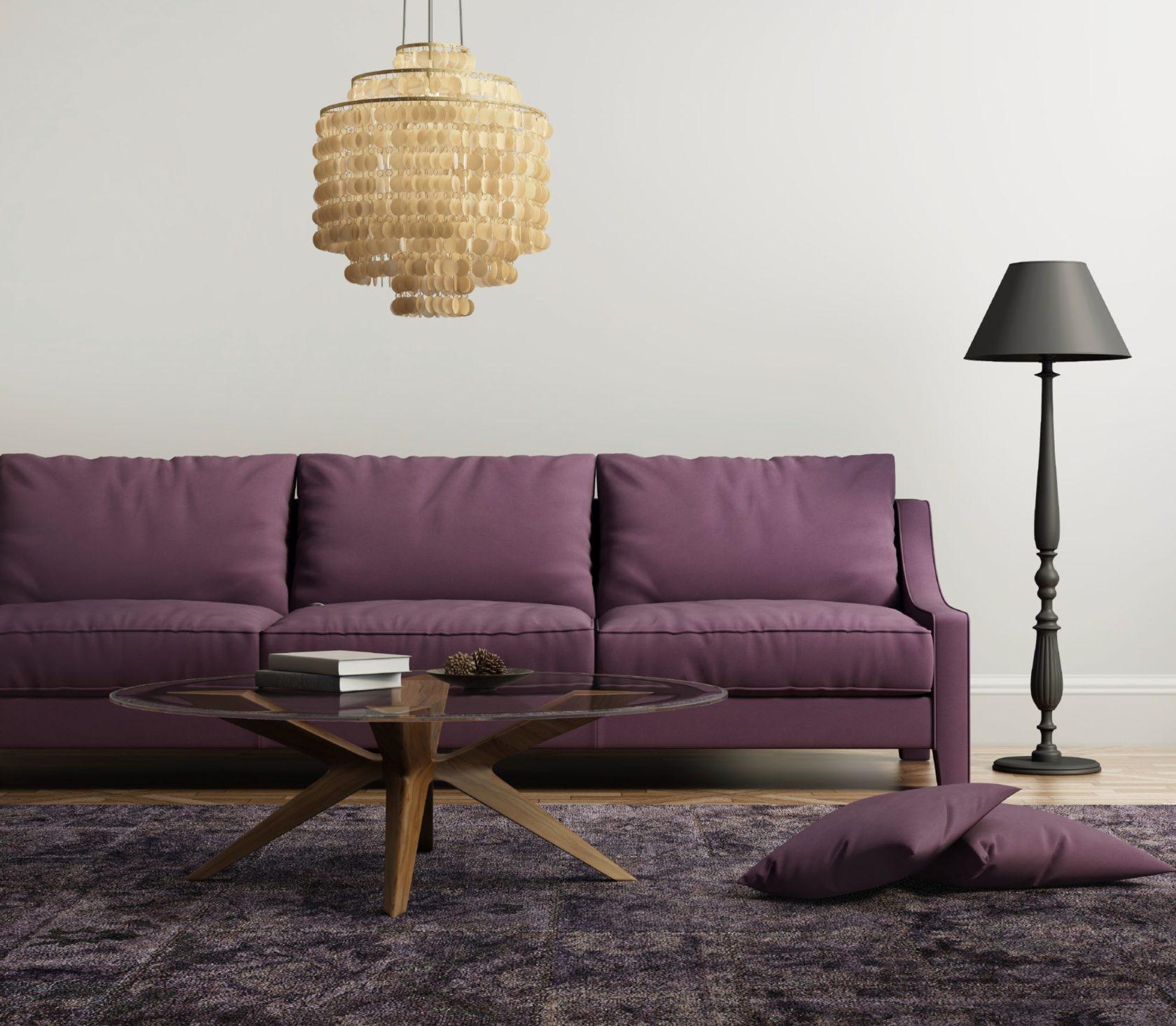 vardagsrum med lila soffa